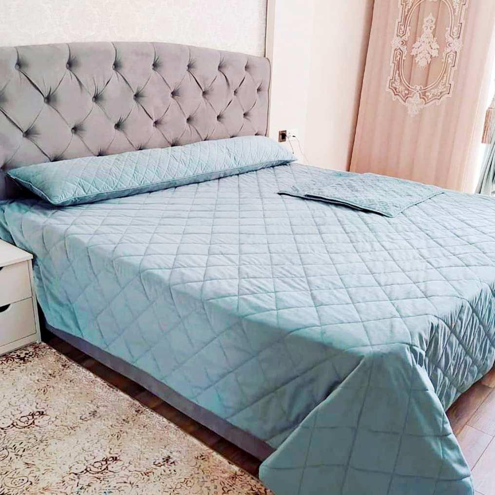 Текстильное оформление спальни. Наши дизайнеры подобрали ткани и фурнитуру для штор, покрывала и подушек. Получилось современно, гармонично и уютно.