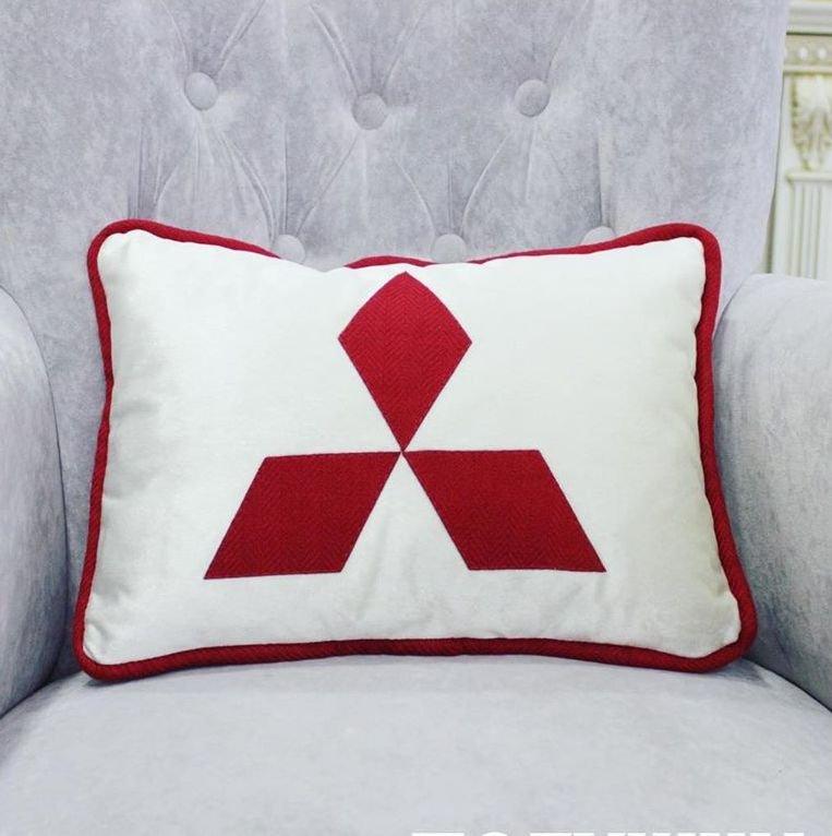 Подушки с логотипом автомобилей для приятного подарка