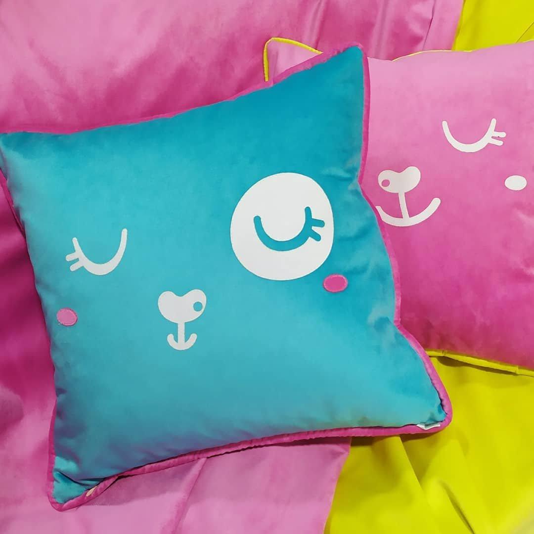 яркие, сочные подушки