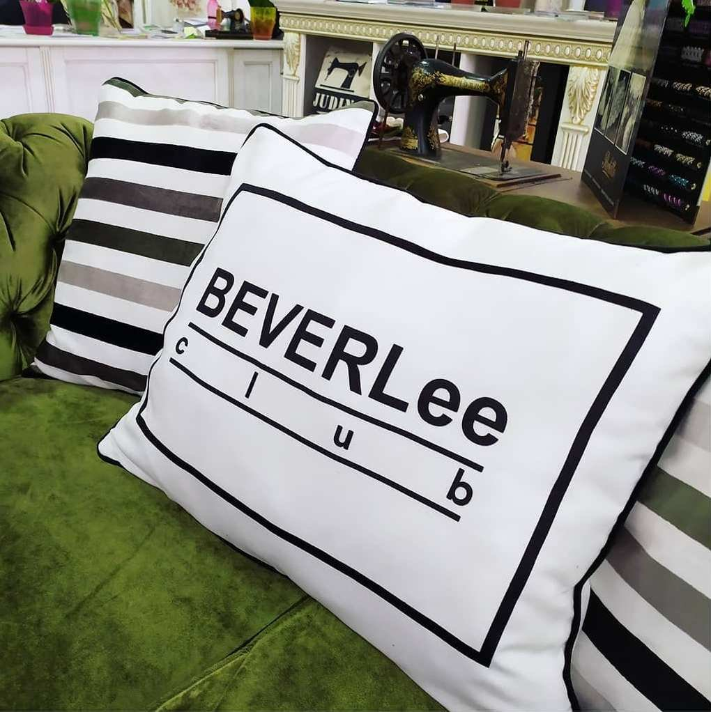 Декоративные подушки с брендированием
