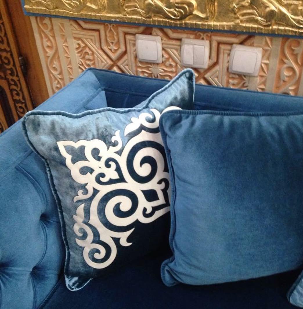 Декоративные подушки с национальными орнаментами