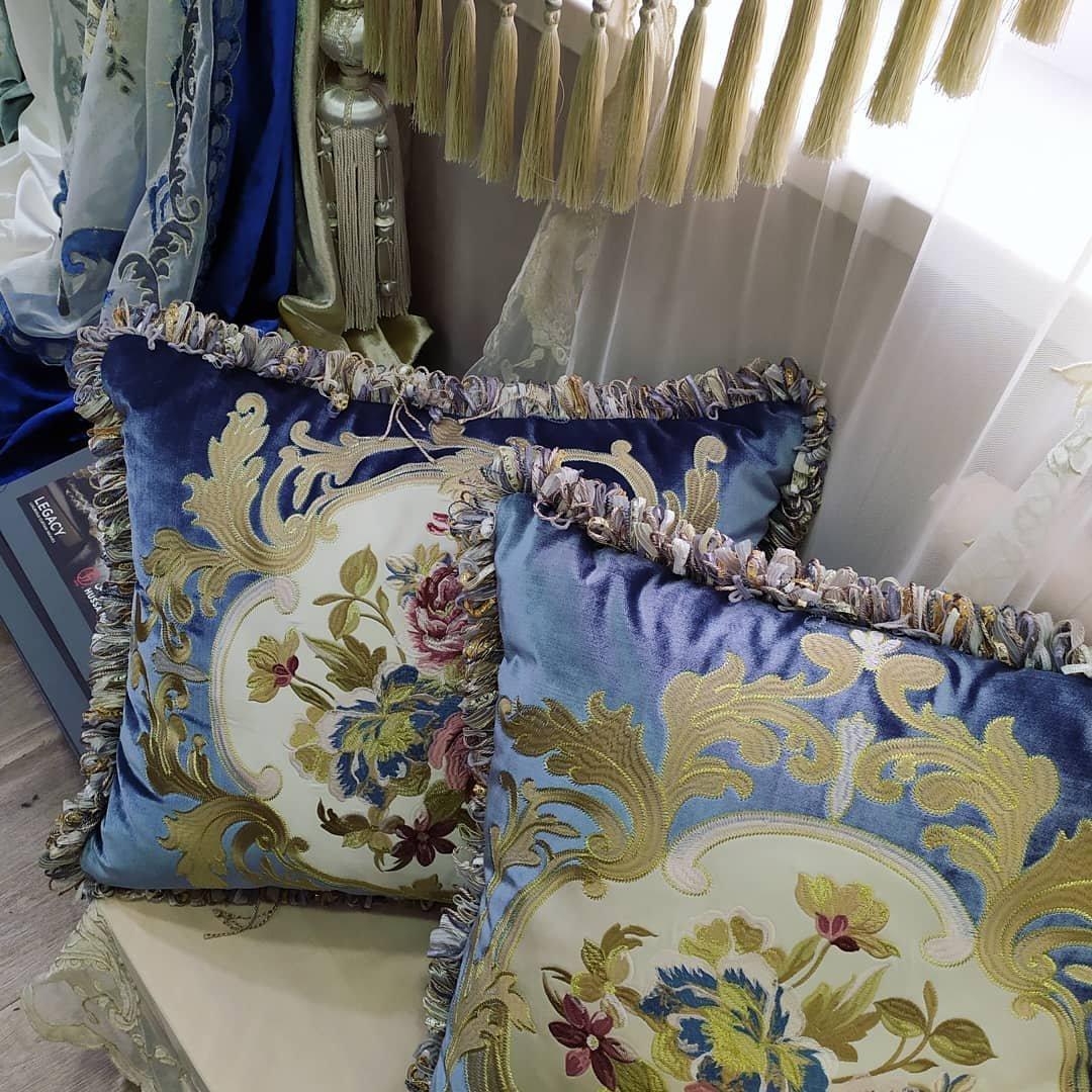 Изумительные подушки с вышивкой украсят ваш дом и создадут атмосферу роскоши и уюта.