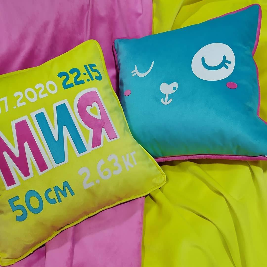 Именные метрические подушки - яркие, сочные, сохранят сохранят на всю жизнь самые главные цифры в жизни вашего малыша.