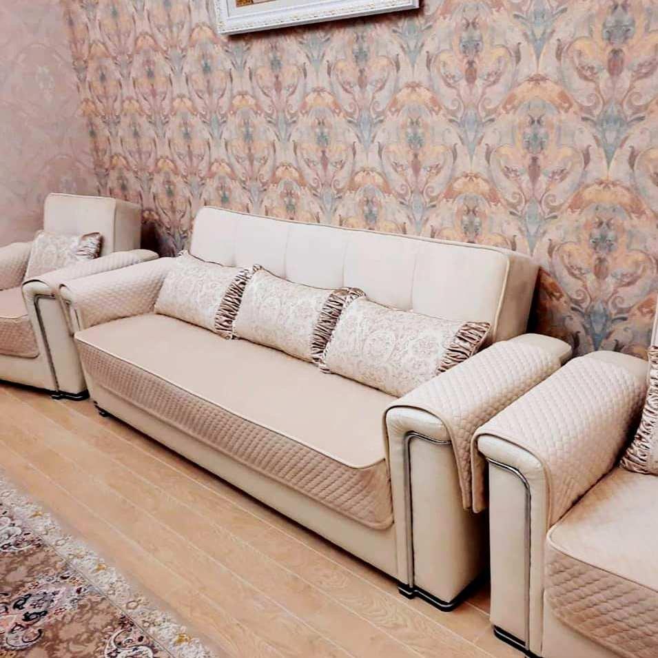 В нашем салоне вы можете заказать изготовление чехлов любой сложности и конфигурации, дизайнеры могут предложить подходящие ткани и дизайн для вашей мебели.