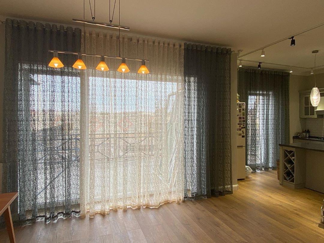 Мы осуществляем весь цикл работ по пошиву штор, портьер, покрывал и другого домашнего текстиля. Сплоченная команда профессионалов решает задачи любой сложности.