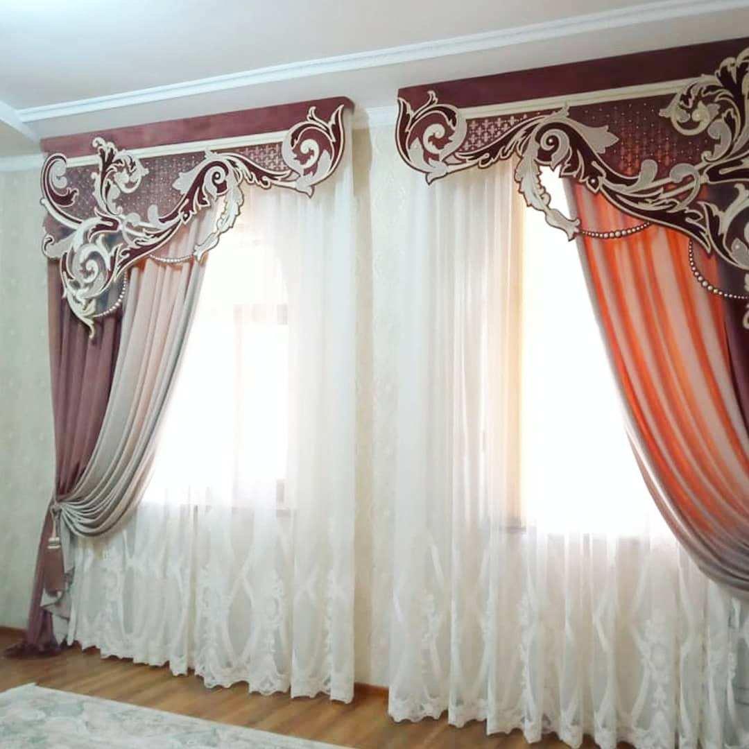 Изысканно оформленное окно придает интерьеру по-настоящему роскошный вид.