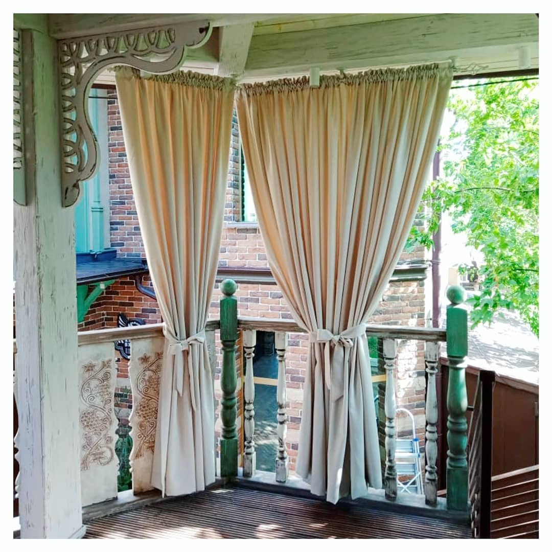 В жаркий сезон особенно хочется свежести и прохлады. Самое время обустроить летнюю веранду или беседку. Ручная работа, натуральные ткани придадут вашему пространству лёгкости и добавят летнего настроения.