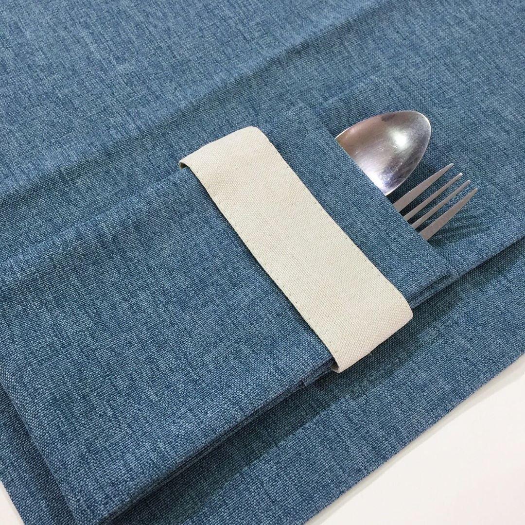 Куверты, кармашки, чехлы или конверты для столовых приборов.