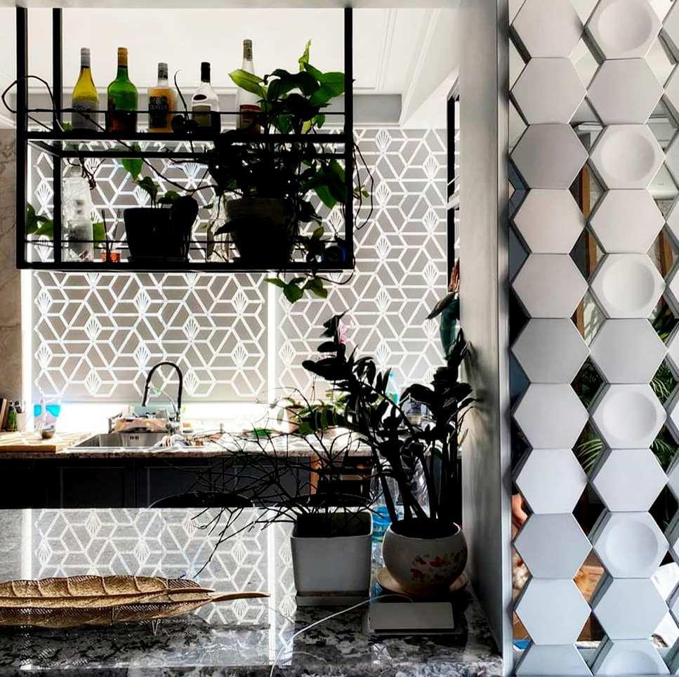 Рулонные шторы с перфорацией. Вышел лаконичный и современный декор для кухонного окна