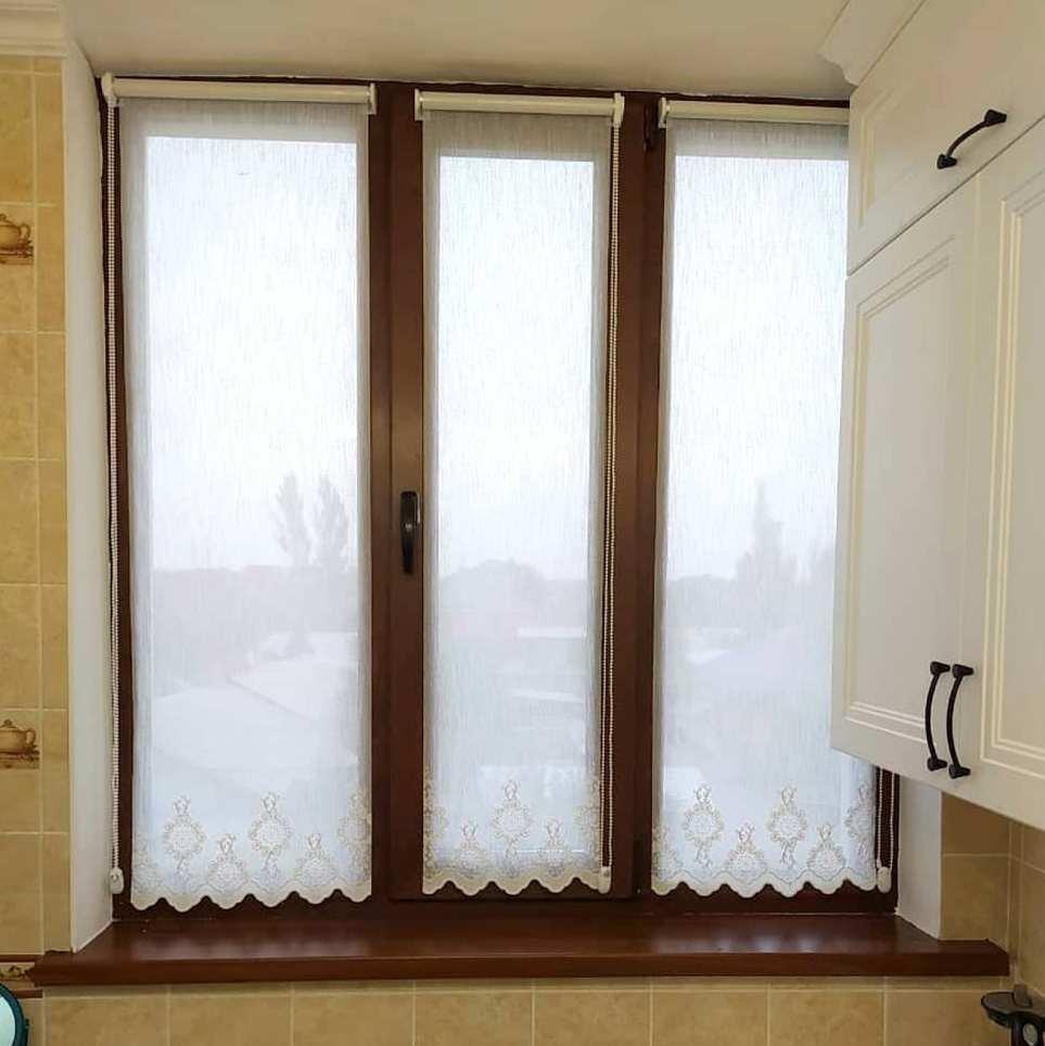 Тюлевые ролл шторы и шторы ДУЭТ прекрасная находка для оформления кухонных окон. Удобно, красиво и функционально!
