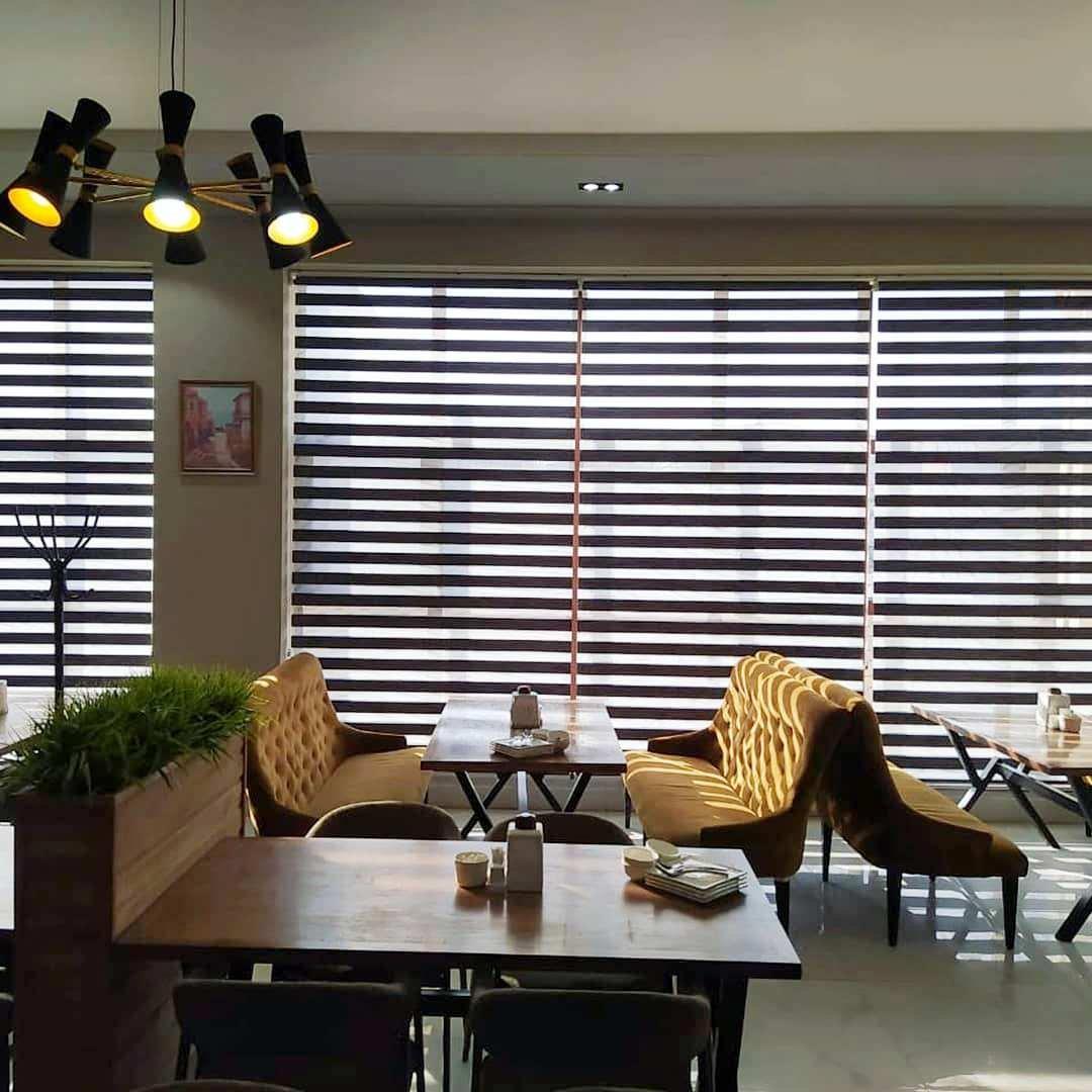 Рулонные шторы день-ночь - практичный и актуальный выбор как для дома, так и для помещений разного целевого назначения.