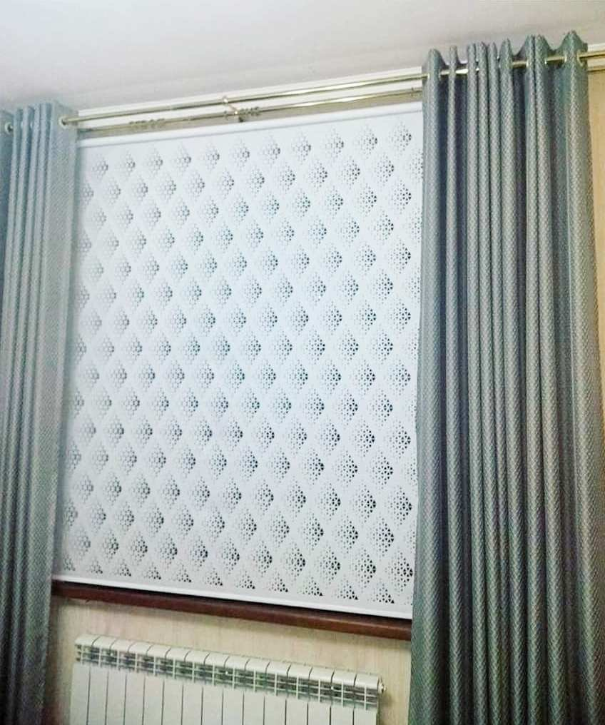 Перфорация на ролл шторах - интересная деталь в вашем интерьере.