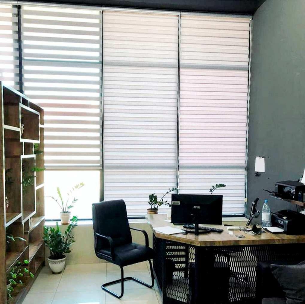 Ролл шторы в доме —  это удобно, функционально, очень современно и уютно.