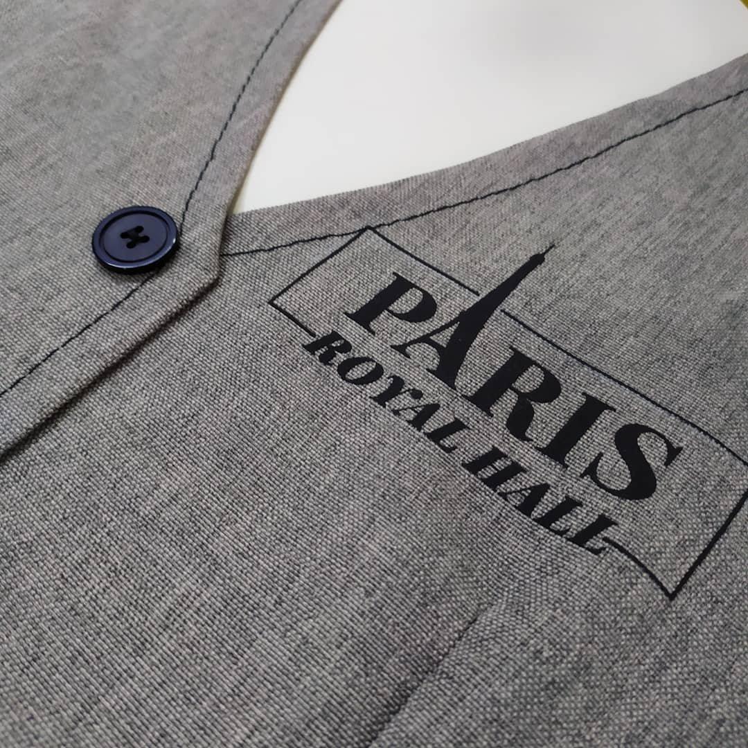 Брендирование униформы. Униформа сотрудников — это способ визуальной ассоциации с брендом, а также показатель высокой корпоративной этики и статуса компании. Уникальный стиль корпоративной одежды создает неповторимый образ, который, кстати, является отличной дополнительной рекламой.