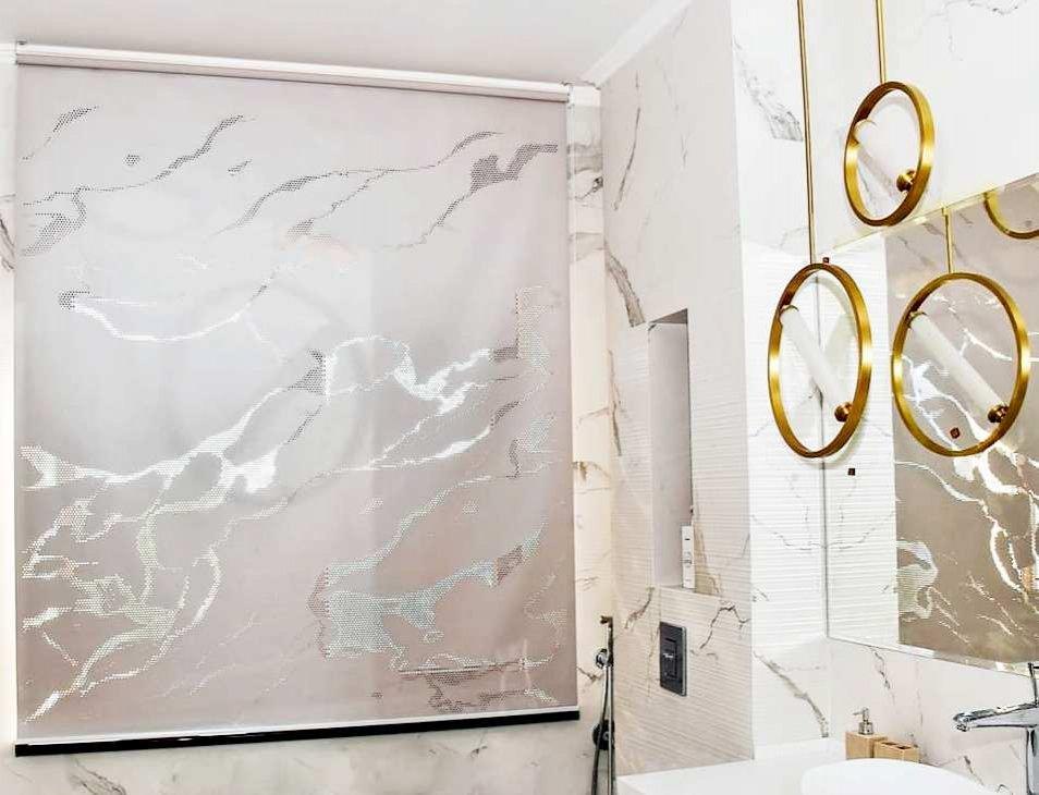 Ролл шторы в санузел. Разрабатываем индивидуальный дизайн перфорации, которая поможет оригинально дополнить стиль вашего дома и создать волшебную атмосферу.