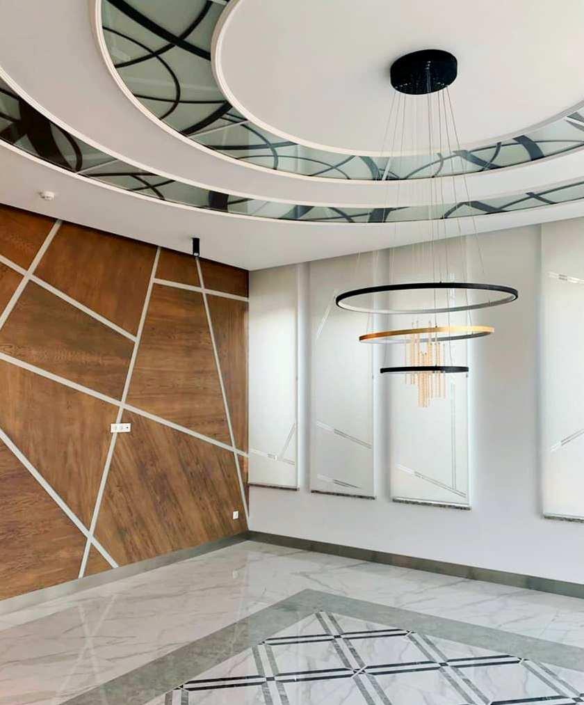 Грамотно подобранный дизайн для перфорации на ролл шторах не перегружает пространство, а только добавляет интерьеру индивидуальности, легкости и комфорта.