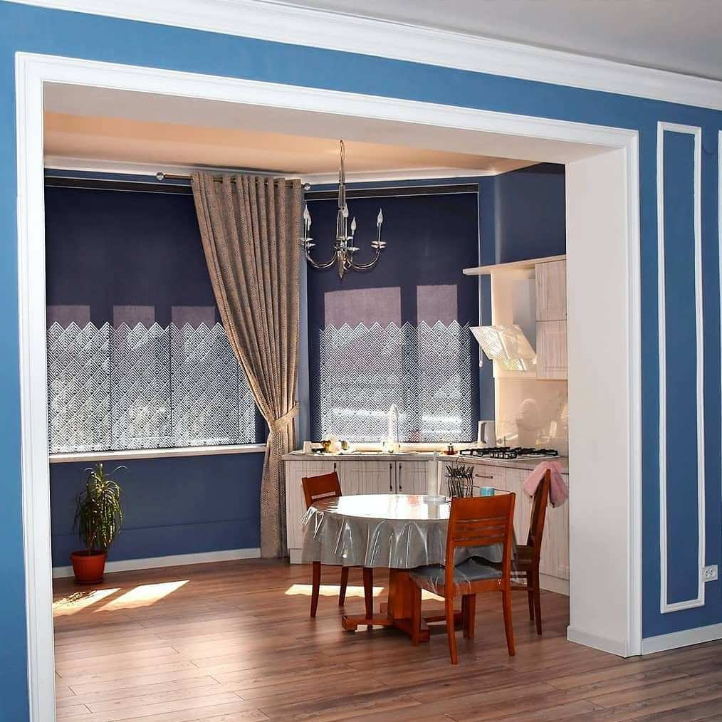 Ролл шторы с перфорацией. Рисунок разработали под орнамент на ткани портьеры.