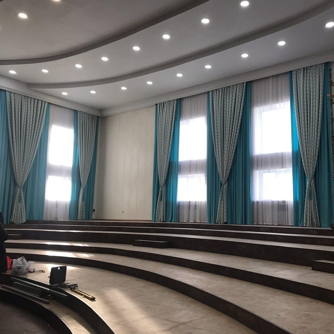 Пошив штор для актовых залов, аудиторий