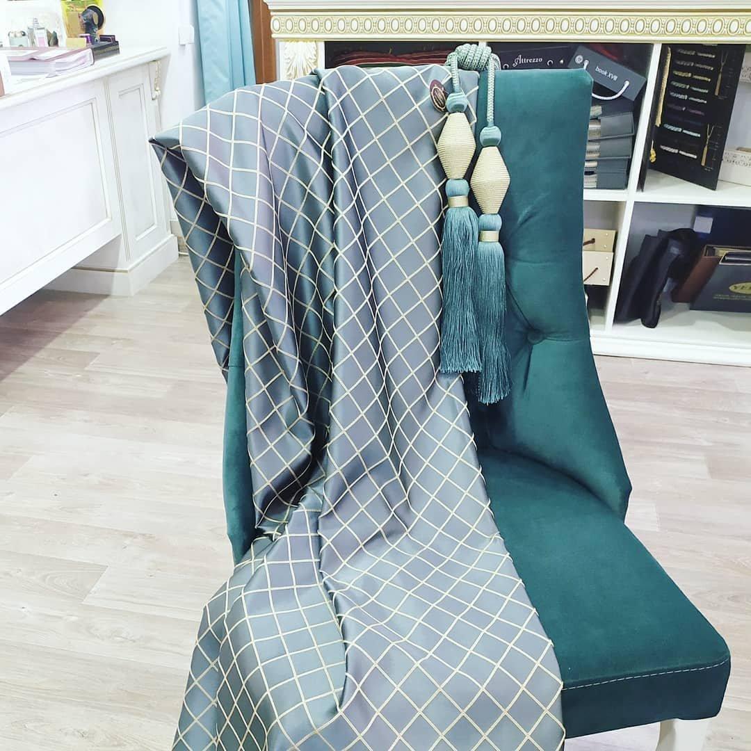 Большой выбор тканей и фурнитуры для штор в салоне авторского текстиля
