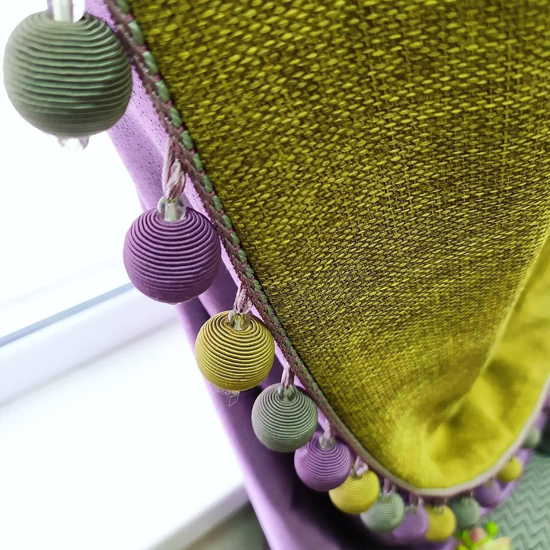 Самым эффектным декором для штор является бахрома. Она может сделать любые портьеры торжественными, роскошными и неповторимыми.